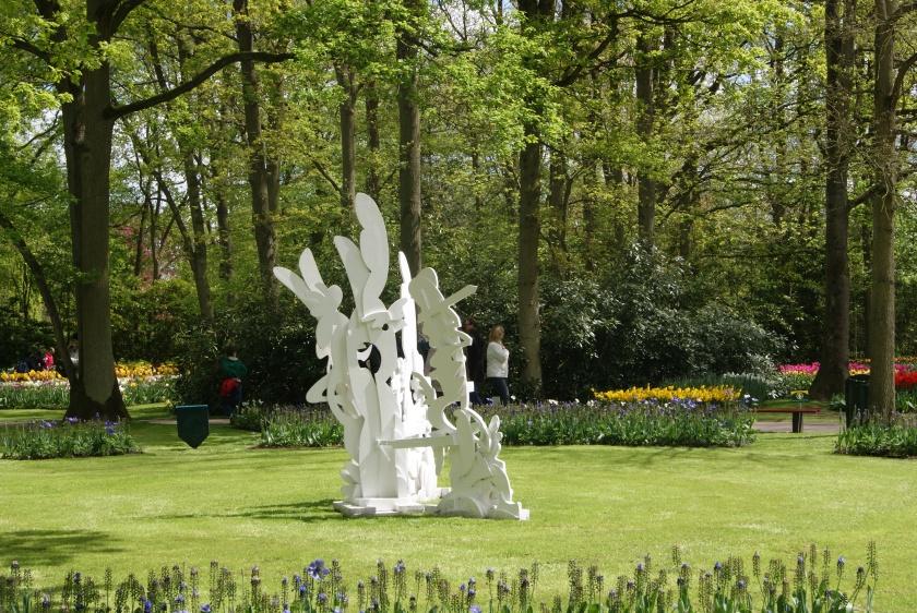 Upper Shadow, Robert Pennekamp, beeld Keukenhof, sculpture, white schaduw, wood, keukenhof , pennekamp, tulp, amsterdam,