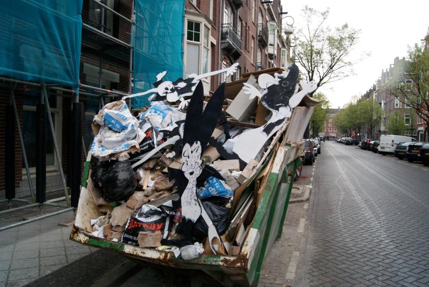 voorbereiding, installatie, Feyenoord, Ajax, Rotterdam CS, Amsterdam CS, Robert Pennekamp, trash art, dullaard, buffoon,
