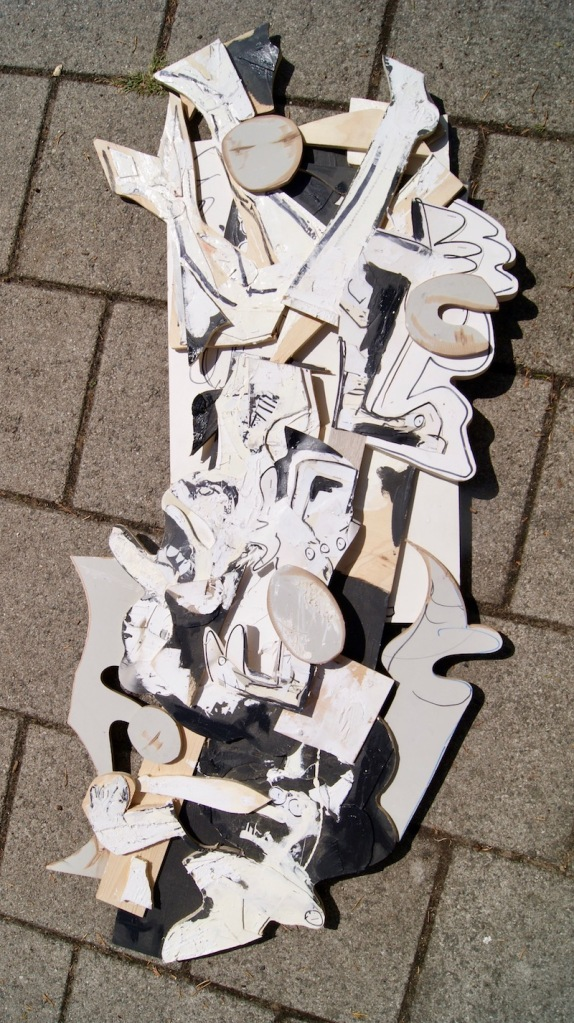 streetart, robert, pennekamp, robertpennekamp, assemblage, houten beeld, twee, drie, dimensionaal, muurobject, gevonden, recycle, art, trash, kunst, bouwhout, afval, update, assemblagekunst